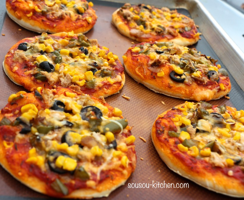 recette de pizza mini pizza sousoukitchen. Black Bedroom Furniture Sets. Home Design Ideas